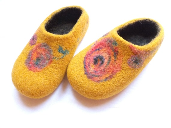 Felted wool slippers. Yellow. SIZE 9.5US (10.1inch)/41EU (25.7cm)