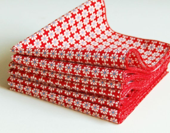 Set of 8 Organic Cotton Cocktail or Everyday Napkins in Red Mini Daisy