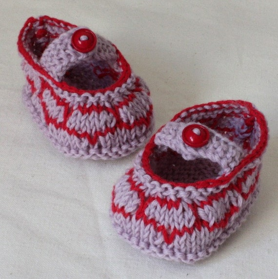Knitting PATTERN (PDF file) BABY Shoes HEARTS (sizes 0-6/6-12 months)