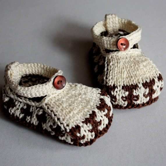 Knitting Pattern (PDF file) Baby Shoes Ornament (3-6/6-12 months)