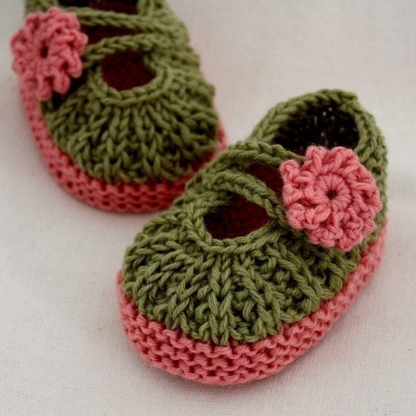 Knitting Circle Loom Patterns : Knitting Pattern PDF file Daisy Baby Booties 0-6/6-12
