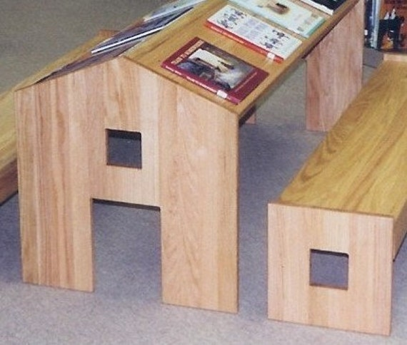 child's reading table