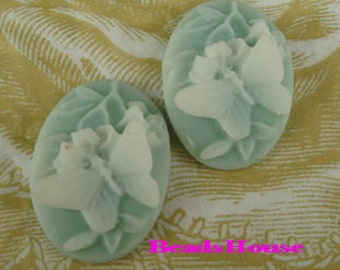 231S-02-CM  4pcs (18 x 25mm) Butterfly W/Flower Cameo,White on Green
