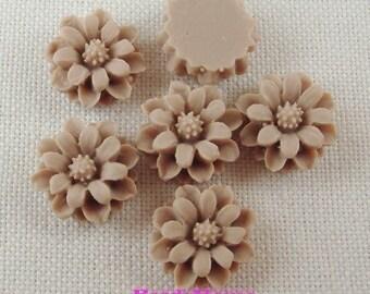 36-04-745-CA 6pcs Pretty Mini Chrysanthemum Cabochon -Vanilla.