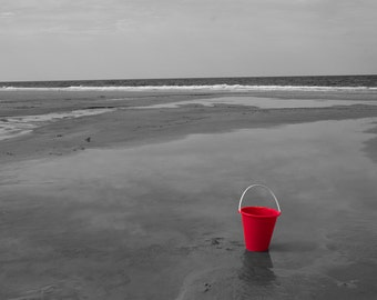 Red Solo, Jacksonville Beach, Florida, USA 10 x 8 black and white print