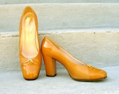 1960s High Heels/ 60s MUSTARD Pumps /  Rayne Spectator Shoes / 7N