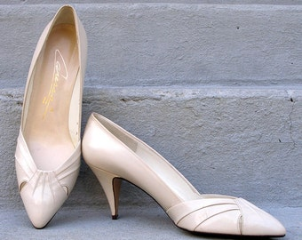 1980s High Heels Vintage Unworn Winter White Elegant Pumps Shoes / U.S. 8 8.5 M