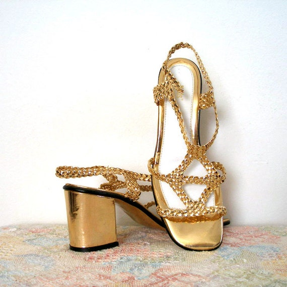 1960s 1970s Heels / 60s 70s Bright GOLD Strappy Sandals / Chunky Heels / 6.5 to 7N