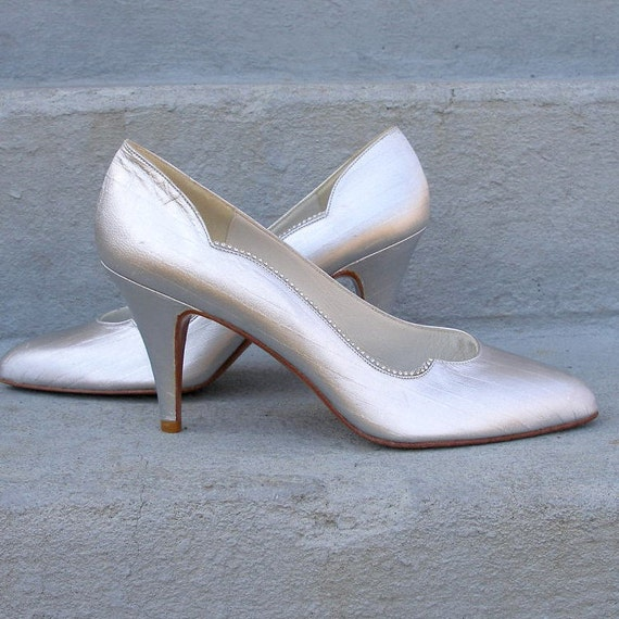 1980s High Heels / 80s Silver White Shoes Pumps / UNWORN WEITZMAN / Rhinestones / 7N