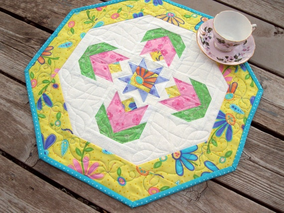 Pink Posies 19 inch quilted table octagon