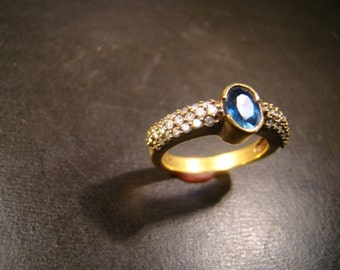 Exquistie 18K gold Sapphire and diamond ring