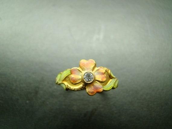 18k Gold Adorable Enamel flower ring with diamond