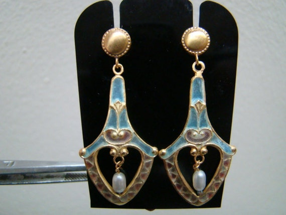 Beautiful and delicate 18K gold enamel dangle earrings