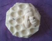 Buzzing lavender lilac bath bomb by queen bee honey