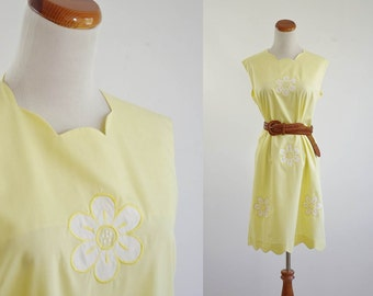 Vintage Retro Flower Dress, 70s Dress, Sleeveless Dress, Summer Dress, Scalloped Dress, Daisy Dress,  Bust 42Large XL