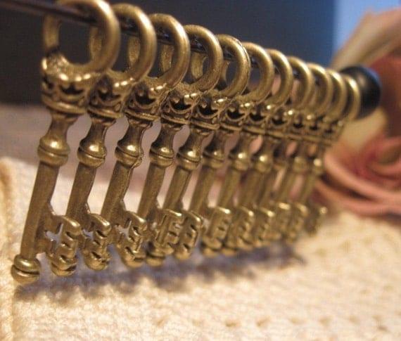 Ornate Skeleton Key Metal Charms Lot of 30
