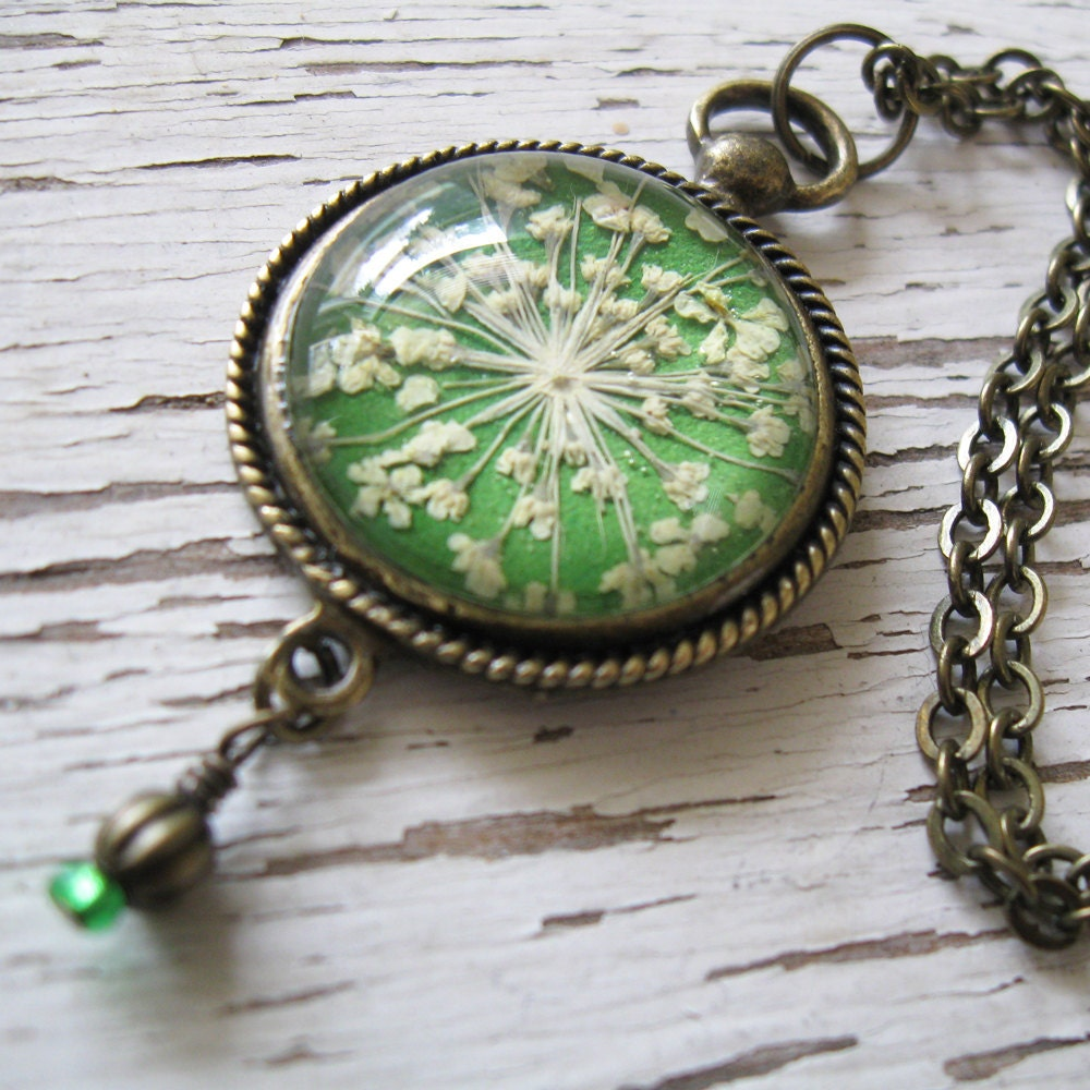 Grass green queen annes lace vintage inspired necklace for Winter garden studios