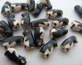 20 Tiny Penguin Beads - CB25