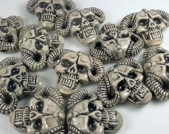 10 Large Skull with Horns Beads - LG425