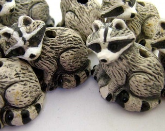 4 Large Ceramic Beads - Raccoon - LG68