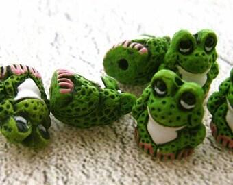 20 Tiny Frog Beads - cute green - CB73