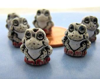 10 Tiny Frog Beads - white - CB103