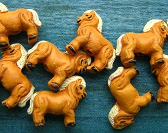 10 Tiny Horse Beads - tan - CB509
