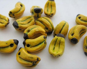 20 Tiny Banana Beads - CB242