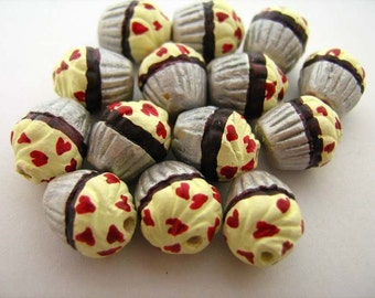 20 Tiny Heart Cupcake Beads - CB741