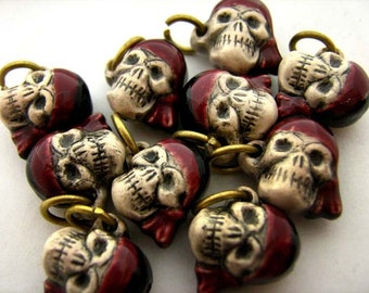 10 Tiny Pirate Skull Beads