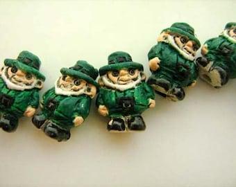 20 Tiny Leprechaun Beads - CB661