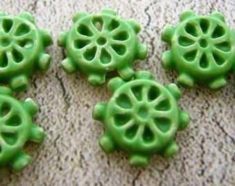 20 Tiny Ship's Wheel Beads - green - CB251