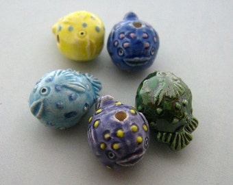 10 Tiny Blowfish Beads - CB379M