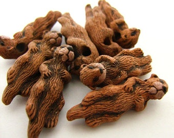 10 Large Otter Beads