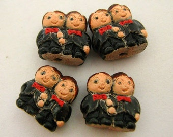 20 Tiny Groom and Groom Couple Beads - CB796