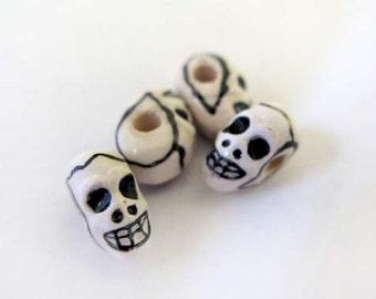 20 Tiny Skull Beads - black and white - CBDS05