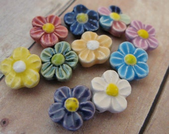 10 Tiny Mixed Daisy Beads