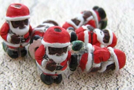 10 Tiny Santa Beads - dark - CB196