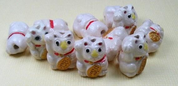 4 ceramic animal beads - Tiny White Good Luck Kitty - cat, pet, kitty, peruvian - CB423