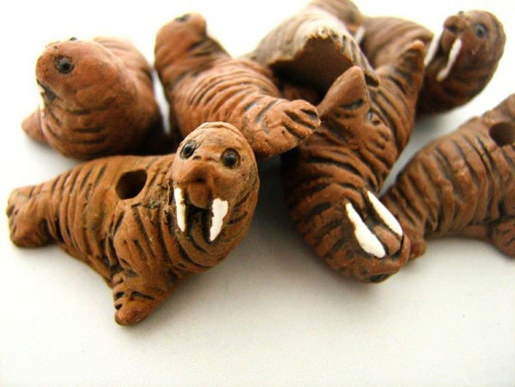 10 Large Walrus Beads - LG124