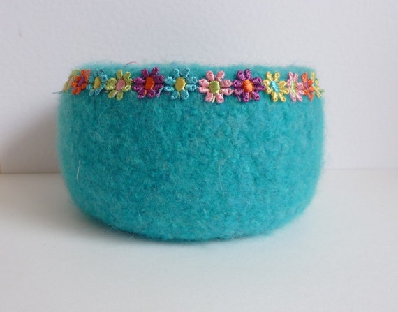 FELTED bowl, 'Happy Hippy' ( bright turquoise bowl with multicolour daisy trim)... ready to ship...