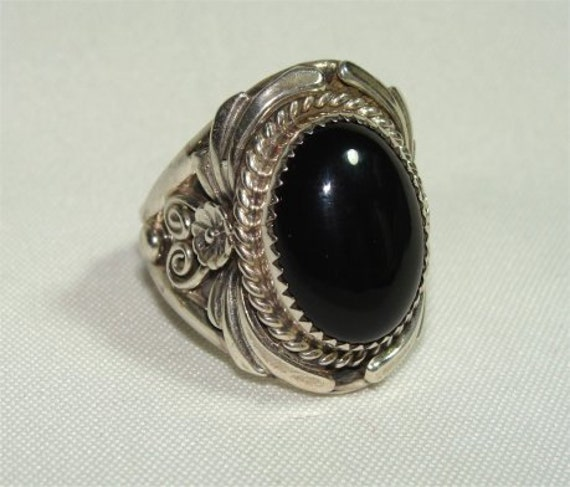 Nice Bold NAVAJO Vintage Size 9 RING with ONYX and Sterling Silver