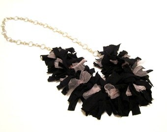 TEXTILE NECKLACE - Black and Pink