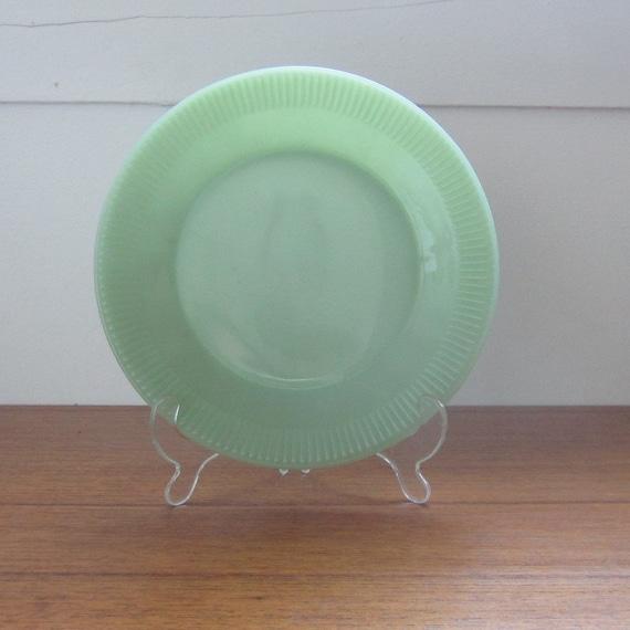 Vintage Jadite Dinner Plate. Jane Ray. Addy on Etsy.