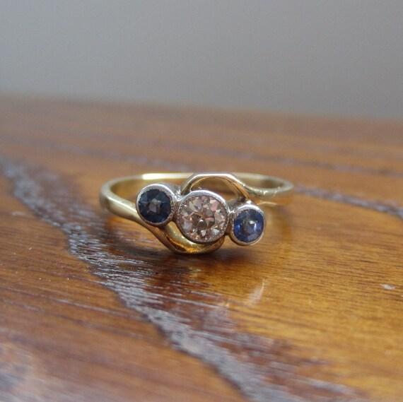 1920s Art Deco Sapphire Ring. Old Cut Diamond. Platinum and 18 Karat Yellow Gold.
