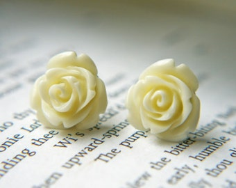 Creamy Ivory Tiny Resisn Rose Posts