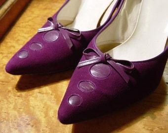 SALE SALE SALE vintage 50's purple suede pumps with amazing toe detail size 6