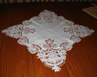 Flowers and Bows Doily
