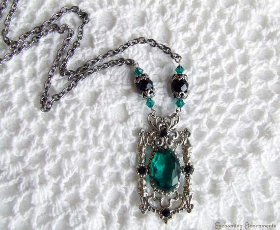 The Mayfair Heirloom Jewels - Emerald & Jet Vintage Silver Necklace