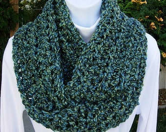 INFINITY LOOP Cowl SCARF Blue & Green Extra Soft, Bulky Crochet Knit Winter Endless Eternity Circle, Neck Warmer..Ready to Ship in 2 Days